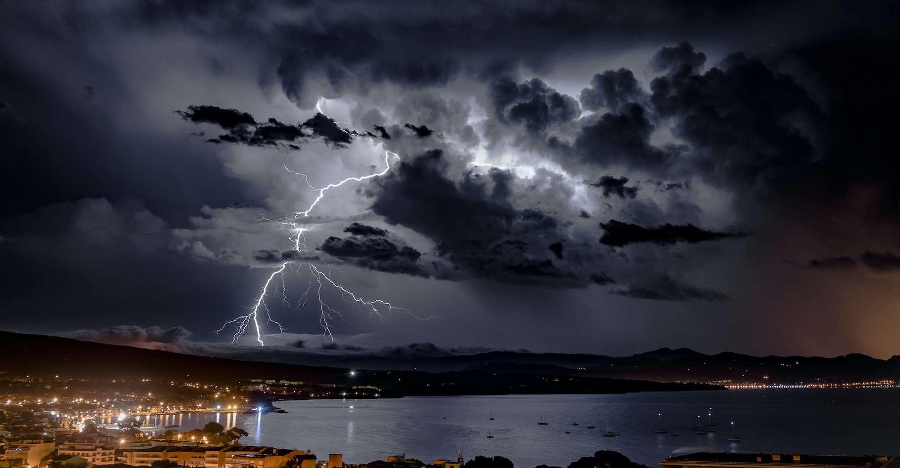 De violents orages se sont acharnés sur le Gard en ce 14 septembre 2021 au matin. © Charles de Lisle, Adobe Stock