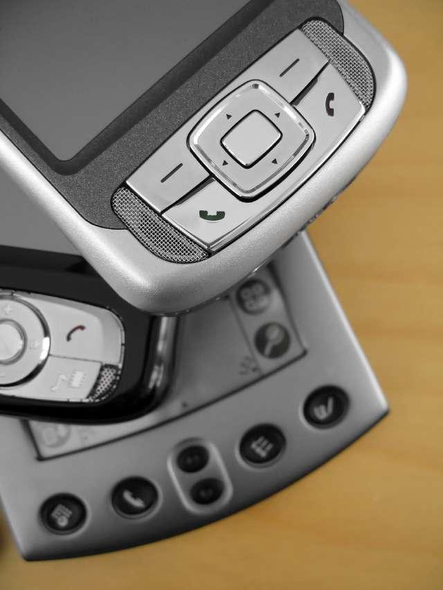 Les communications de la téléphonie mobile passent par les ondes. Sans cryptage, elles sont publiques... © Ye