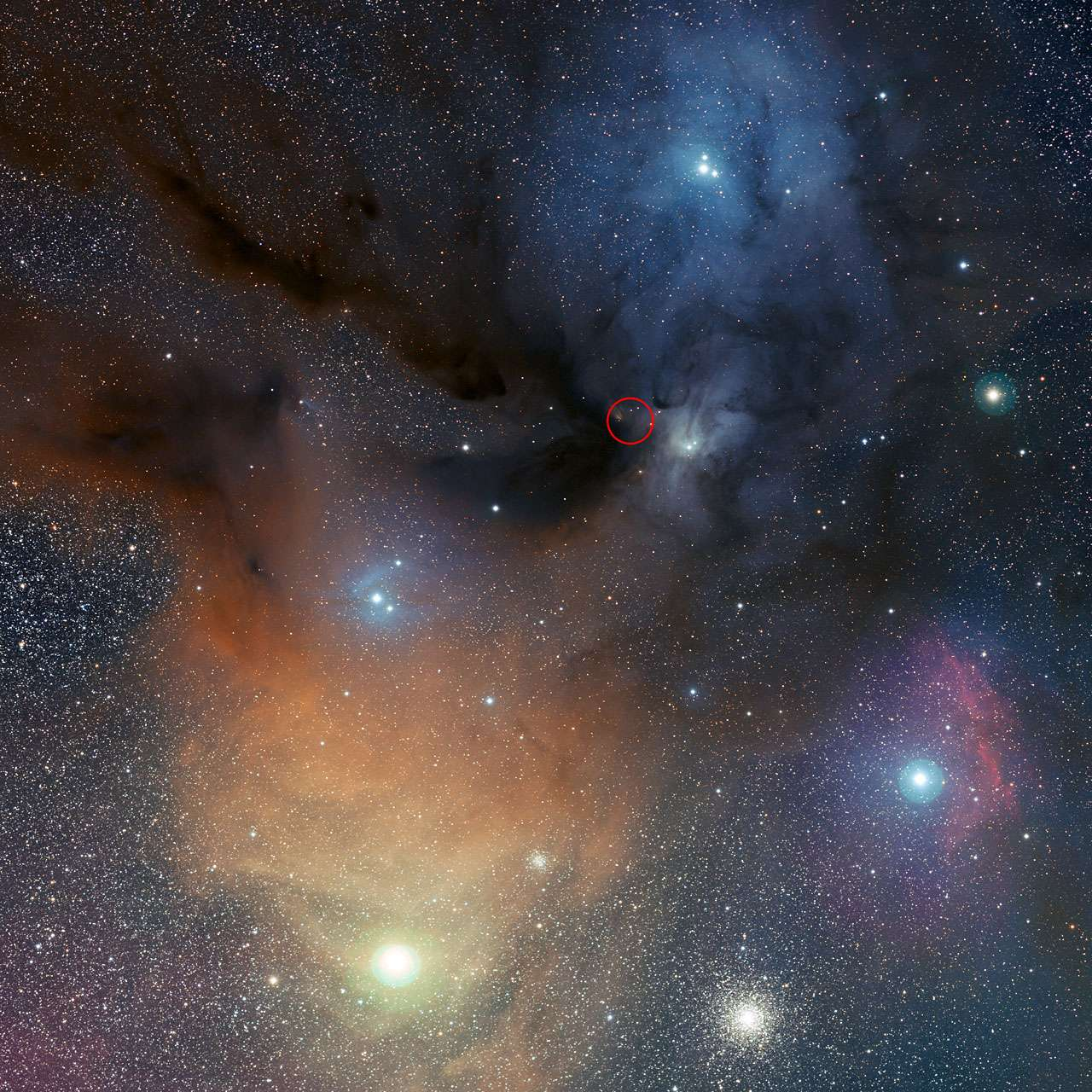 C'est dans la très colorée région céleste de l'étoile Rho Ophiuchi qu'a été détecté du peroxyde d'hydrogène par le télescope Apex. © Eso/S. Guisard