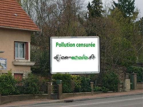 Photomontage réalisé dans le cadre d'une campagne de lutte contre la pollution visuelle. © dijon-ecolo.fr CC by-nc-sa 2.0