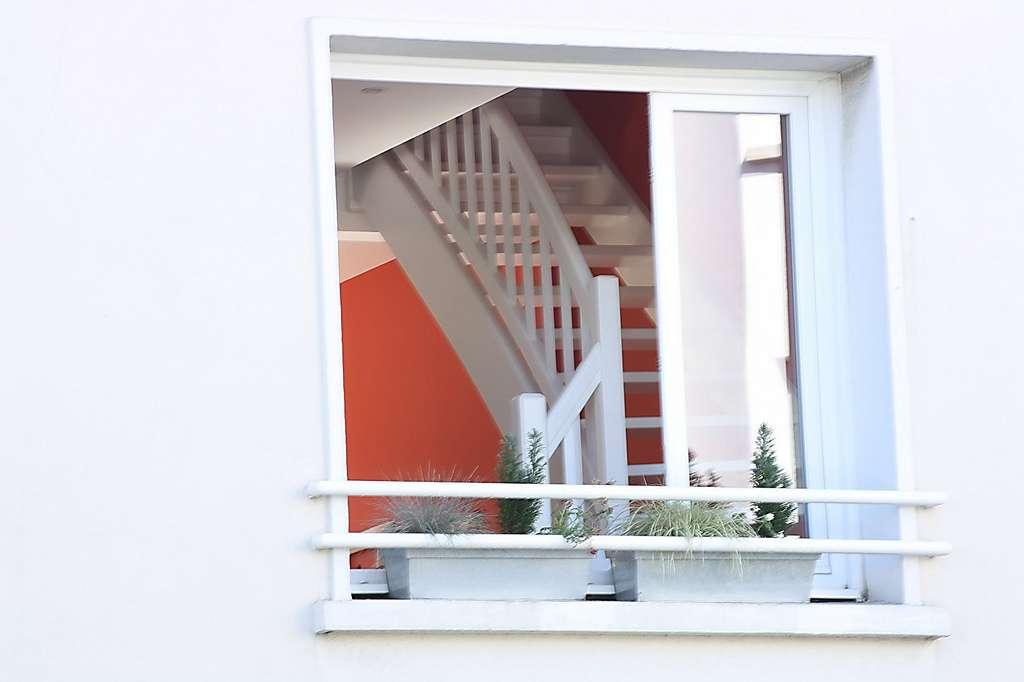 Il existe deux techniques pour poser une fenêtre en PVC. © poil0do, Flikr, CC BY-SA 2.0