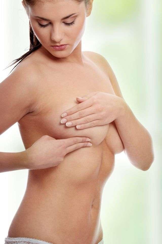 Le cancer du sein est le cancer le plus fréquent chez la femme en France et celui qui cause la plus grande mortalité parmi la population féminine. En 2011, 51.000 nouveaux cas ont été diagnostiqués et 11.500 victimes sont à déplorer. Il est important de le détecter le plus tôt possible pour détruire la tumeur avant qu'elle ne devienne incontrôlable. Le dépistage est donc important et les outils deviennent de plus en plus performants. Ainsi, avant 40 ans, il faut plutôt faire confiance aux échographies mammaires qu'aux mammographies. © Piotr Marcinski, shutterstock.com