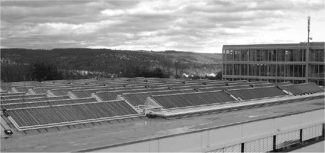 1.330 mètres carrés de panneaux captent l'énergie solaire, directement exploitée dans un système thermique pour produire du froid. © Ecole supérieure d'Offenburg