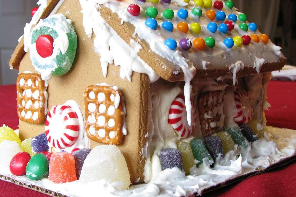 Pour Noël, confectionnez une maison en pain d'épices avec des vitraux en bonbons ... - © Creative Commons : Terren in Virginia