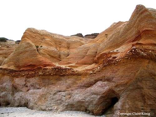 L'érosion et l'altération sous l'effet de la température et des précipitations favorisent la libération du mercure (environ 600 t/an) contenu dans le sol. Ici, un exemple de sol altéré en Bretagne. © Claire König