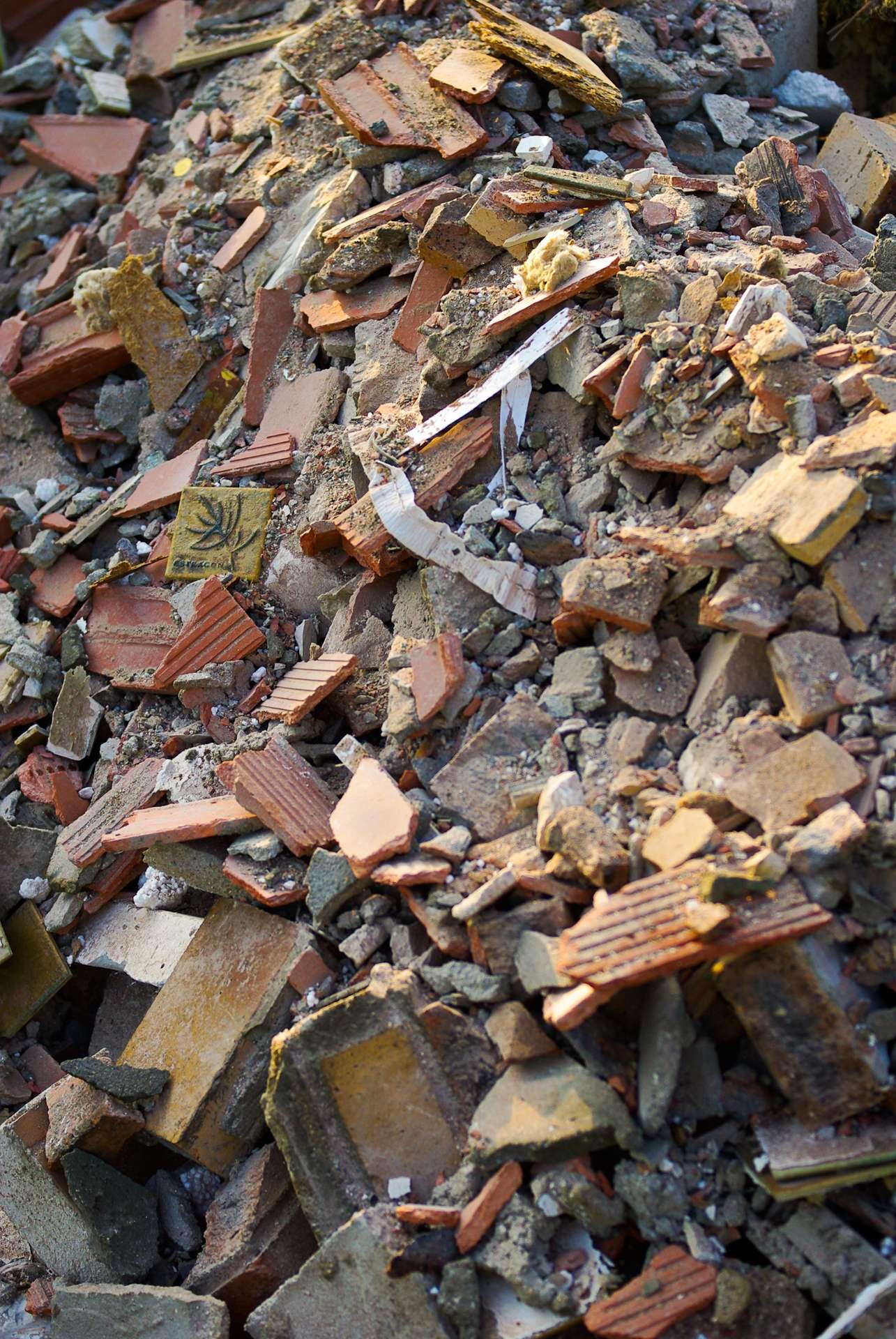 Les gravois issus de la démolition étaient autrefois réutilisés pour renforcer certaines constructions. © Phil, CC BY-NC-ND 2.0, Flickr