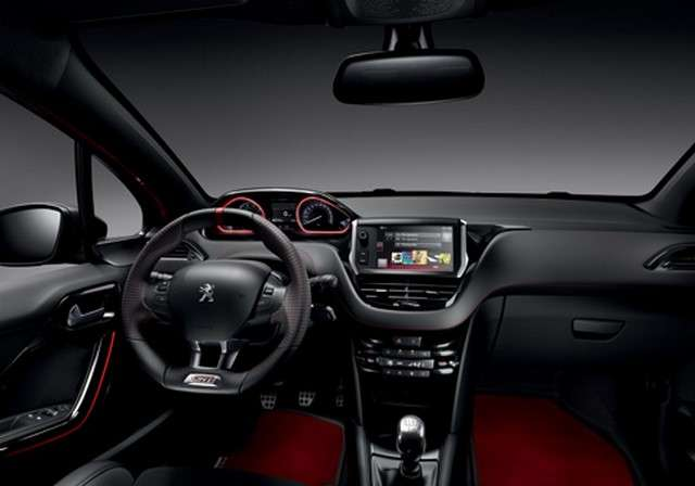 À partir de 2018, Peugeot proposera des voitures semi-autonomes qui seront notamment capables de gérer certaines manœuvres à vitesse réduite ou encore de suppléer le conducteur dans les embouteillages. © Peugeot
