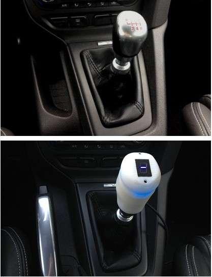 Le pommeau de vitesse à retour d'effet créé par un ingénieur Ford s'adapte sur différents modèles de la marque. Il fonctionne à partir de la plateforme OpenXC lancée par le constructeur automobile, afin de favoriser le développement d'applications tirant parti des données du véhicule. © Zach Nelson, Ford, OpenXC