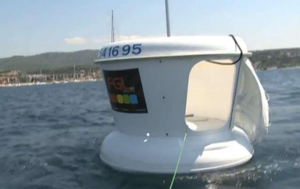 Ces poubelles des mers, ou Obell, sont notamment visibles dans la baie de Cannes et en Corse. Elles récoltent en moyenne 150 kg de déchets quotidiennement en été. © Shamengo