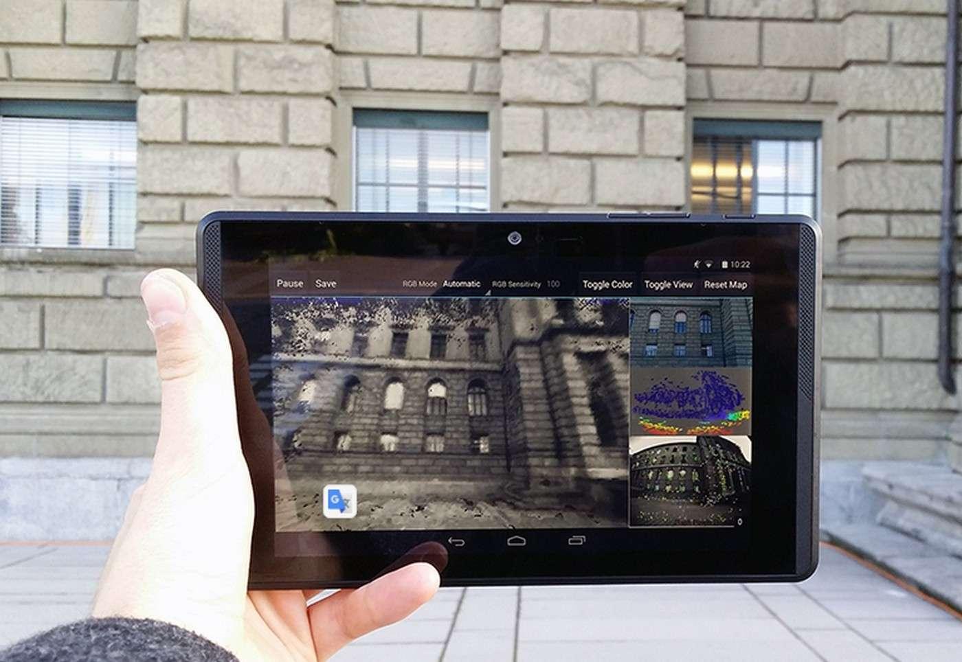 Le logiciel de numérisation en 3D conçu par l'ETH de Zurich travaille en temps réel. Il tourne sur une tablette développée par Google dans le cadre du projet Tango. © ETH Zurich, Thomas Schöps
