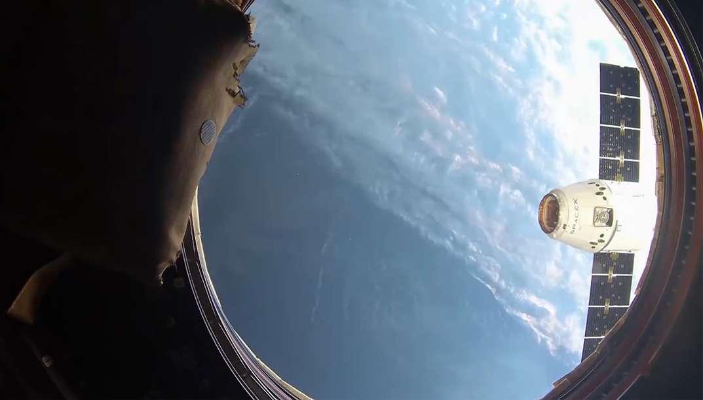 ISS : l'arrimage de la capsule Dragon en time-lapse
