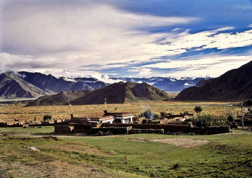 Au Tibet, certains villages sont situés à 3.000 m d'altitude. Les habitants se sont progressivement adaptés à ces conditions difficiles. © eriktorner, Flickr, cc by nc sa 2.0