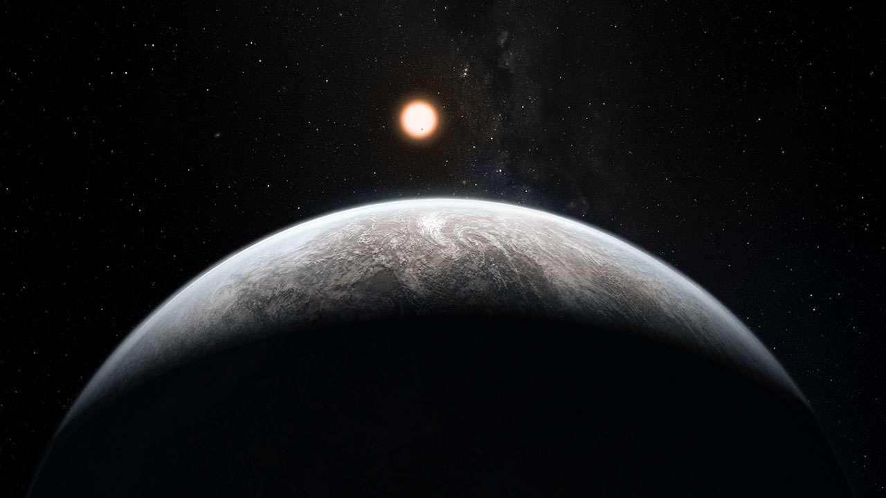 Cette image d'artiste montre une planète en orbite autour d'une semblable au Soleil, HD-85 512, dans la constellation australe de Vela (Les Voiles). Cette planète est l'une des seize superTerres découvertes par l'instrument Harps équipant le télescope de 3,6 mètres à l'Observatoire de l'ESO à La Silla. Cette planète est environ 3,6 fois plus massive que la Terre et se trouve en bordure de la zone habitable autour de l'étoile, où l'eau liquide, et peut-être même la vie, pourraient exister. © ESO-M Kornmesser