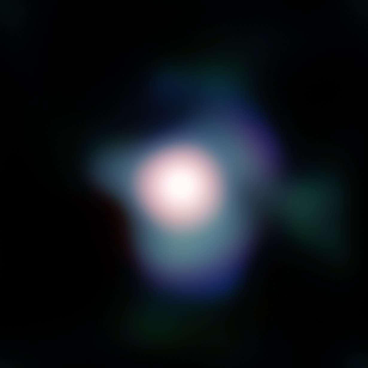 Gros plan sur Bételgeuse obtenu avec le système d'optique adaptative Naco installé sur le Very Large Telescope de l'ESO. Les images atteignent presque la limite théorique de précision du VLT dont le diamètre est de 8 m. Crédit : ESO / P. Kervella / Lesia, Observatoire de Paris