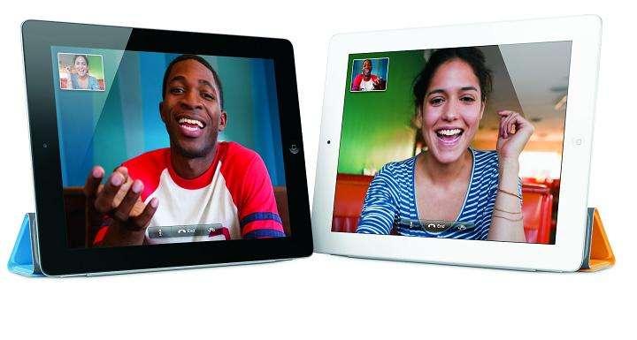 Ultrafin et élégant, doté de deux caméras et d'un processeur plus puissant, l'iPad 2 offre un rapport qualité/prix difficile à battre et des applications exclusives comme la visiophonie FaceTime ci-dessus. © Apple