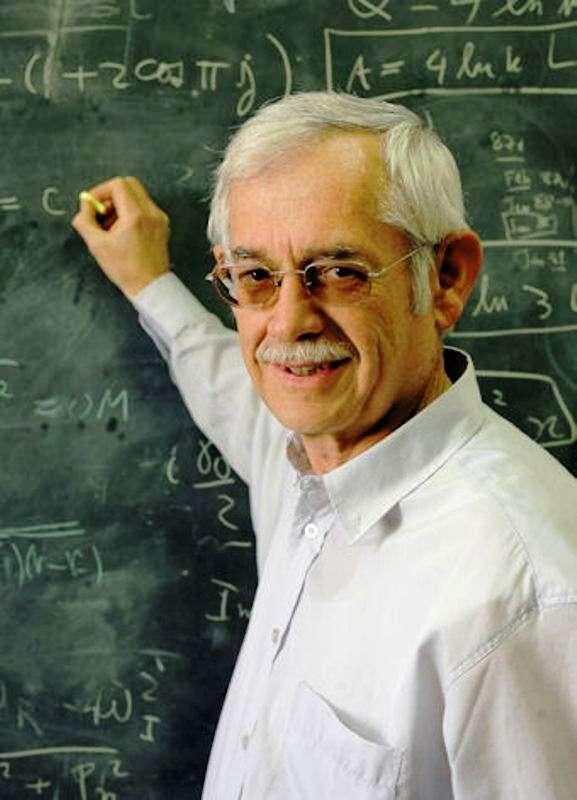 Le physicien Jacob Bekenstein était l'élève de John Wheeler à Princeton lorsqu'il a découvert que les trous noirs devaient posséder une entropie. Depuis lors, il s'interroge sur la gravitation quantique. © Tiram Sasson