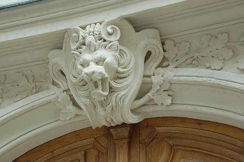 Le mascaron est un motif ornemental, souvent placé au-dessus des portes. © Philolep, CC BY-ND 2.0 , Flickr