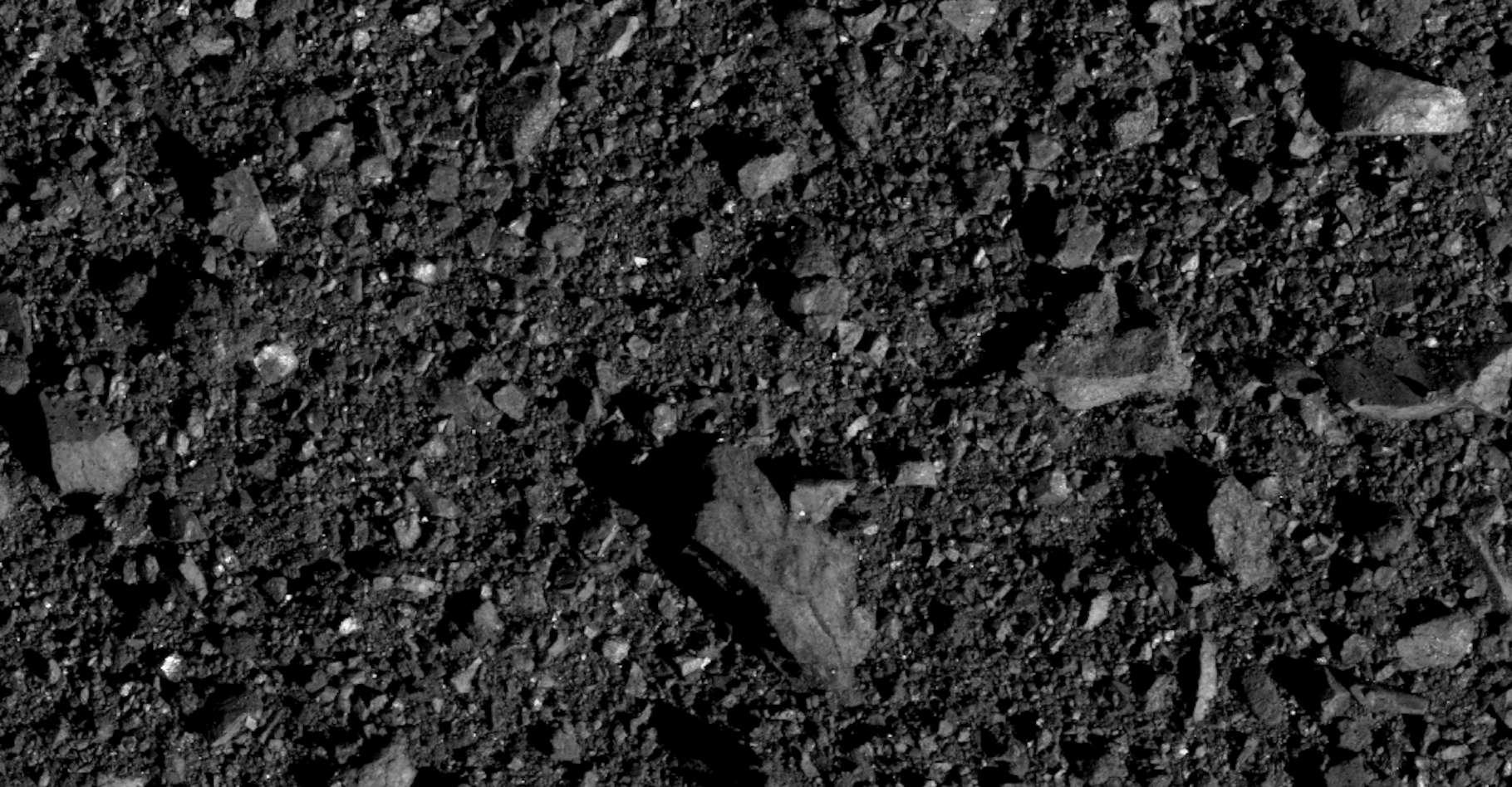 Du côté de l'hémisphère nord de l'astéroïde Bennu, le site sur lequel la mission Osiris-Rex recueillera des échantillons de roche l'été prochain. © Nasa, Goddard, University of Arizona