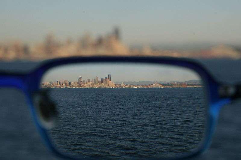 Comme le montre cette image, les lunettes peuvent corriger nettement la vue des personnes myopes, qui représentent entre un quart et un tiers de la population française. © Hackfish, Wikipédia, cc by sa 2.5