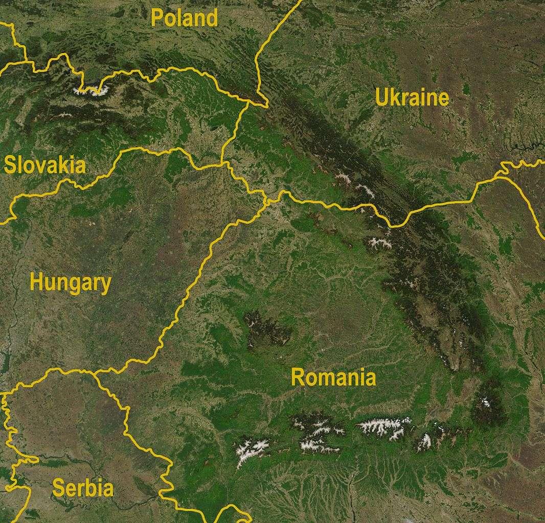La chaîne montagneuse des Carpates s'étend de l'Autriche à la Roumanie. © Nasa