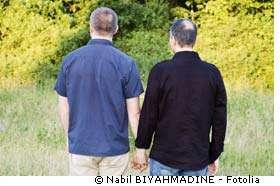 « Les rapports sexuels entre hommes sont le seul mode de contamination pour lequel il n'ait pas été enregistré de baisse des nouvelles contaminations depuis le début des années 2000 » explique l'INVS. © Nabil Biyahmadine/Fotolia