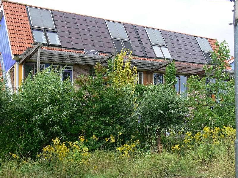 Le système solaire combiné repose sur l'énergie solaire combinée à une autre source d'énergie. © Lamiot, Wikimedia Commons, cc by sa 3.0