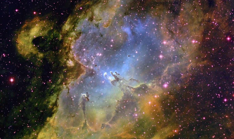 La sonde Cassini permet d'en savoir davantage sur les poussières interstellaires et leur composition chimique. Ici, la nébuleuse de l'Aigle. © Nasa