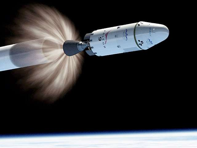 Moins d'un an après le premier vol réussi de sa capsule Dragon, SpaceX s'apprête à transformer l'essai. Si elle a réussi à convaincre la Nasa de fusionner les deux vols de démonstration restants en une seule mission, le feu vert russe pour s'amarrer à l'ISS n'est pas encore gagné. © SpaceX