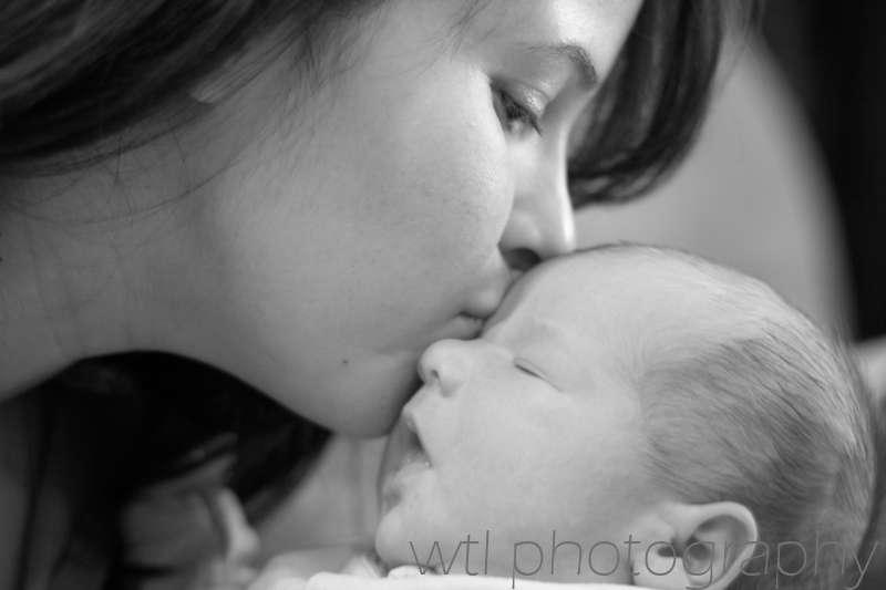 Les mères, mais aussi les femmes sans enfant, aiment l'odeur des bébés. Mais pourquoi ? Selon une étude, le parfum des nouveau-nés activerait leur circuit des récompenses, dans une région bien précise du cerveau. © wlt photography, Flickr, cc by nd 2.0