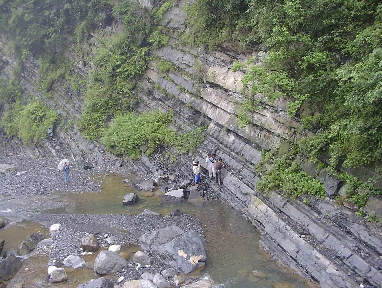 Les strates de la Formation Doushantuo sont bien visibles dans les Gorges du Yangtze. Crédit : Martin Kennedy, UC Riverside