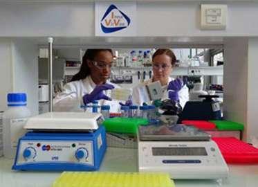 D'ici fin 2011, un test clinique sera réalisé pour vérifier, entre autres, l'innocuité du vaccin anti-VIH. Vingt-quatre personnes séropositives seront vaccinées puis suivies. © Inna