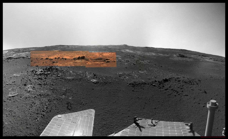 Dans ce panorama photographié par Opportunity dans le cratère Endeavour, l'analyse de l'image montre un affleurement de phyllosilicates, une forme d'argile. Un jour, de l'eau liquide a séjourné ici. © Nasa/Olivier de Goursac
