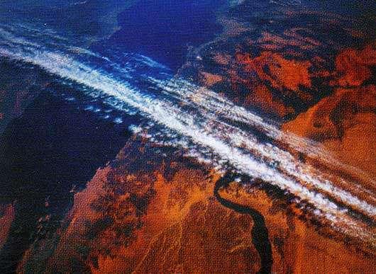 Des nuages du courant-jet sur la mer Rouge et l'Égypte. Ces courants peuvent dépasser 360 km/h. © Nasa
