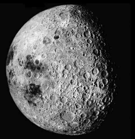 La face cachée de la Lune, vue par les astronautes de la mission Apollo 16. Crédit Nasa
