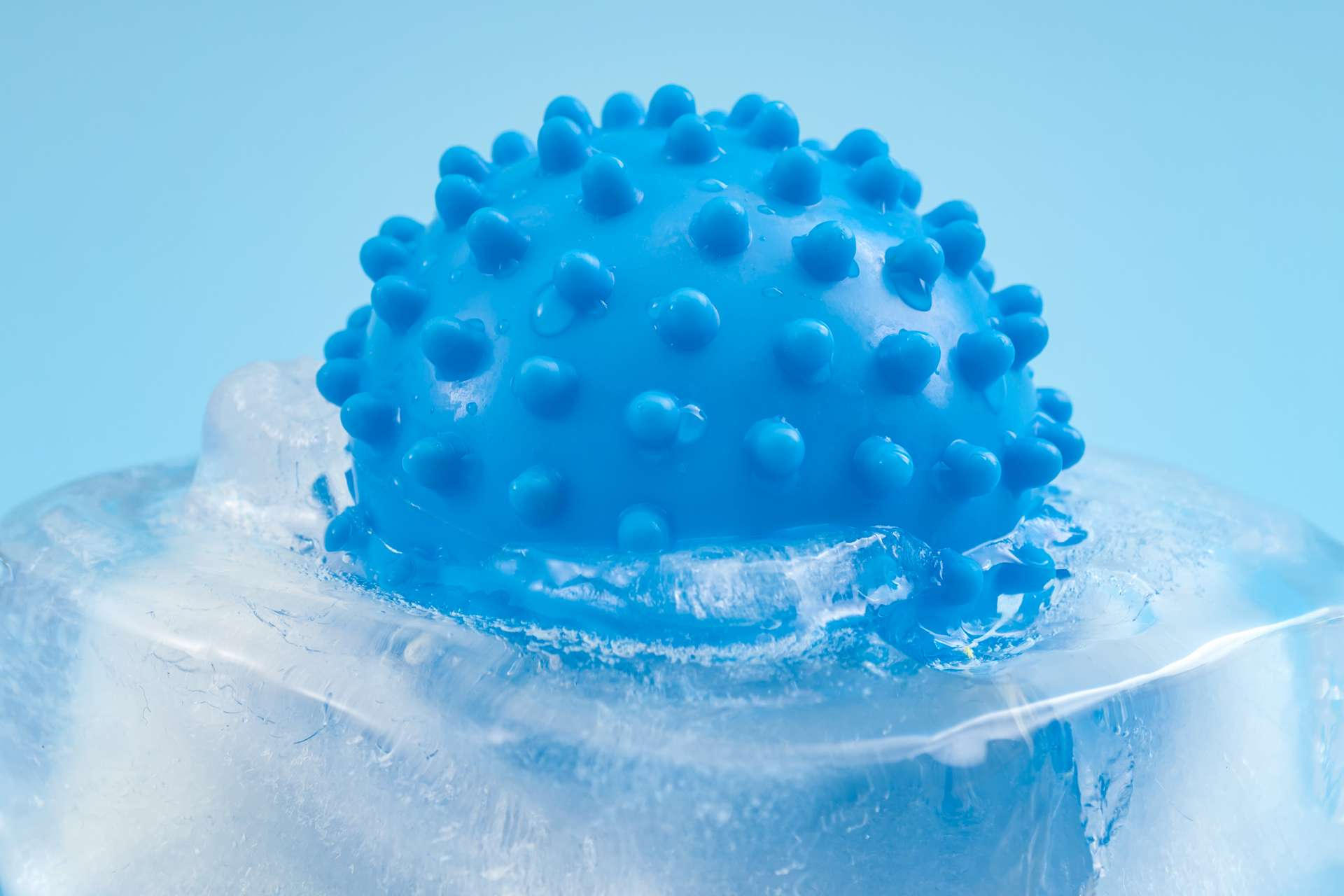 Les micro-organismes, dont des virus, libérés des glaces ou du permafrost à cause du réchauffement climatique restent encore largement méconnus. © Victor Moussa, Adobe Stock
