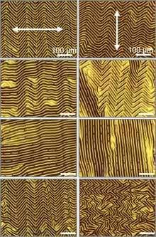 """En relachant les contraintes les plaquettes de silicium forment des circuits en forme de """"vagues"""" (Crédit: John Rogers)."""