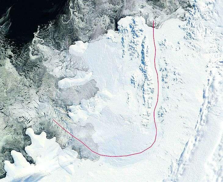 L'île Alexandre 1er (à gauche et au-dessus de la ligne rouge), d'une surface de 49.000 km², est séparée de la péninsule antarctique par un chenal (autour de la ligne rouge) de 42 km de large. Les mouvements de la banquise sont obliques par rapport à l'île au niveau des entrées du chenal (extrémités des lignes rouges). Ces caractéristiques provoquent une contrainte mécanique très importante au sein de la banquise, induisant des déformations de sa surface. © Nasa, DP