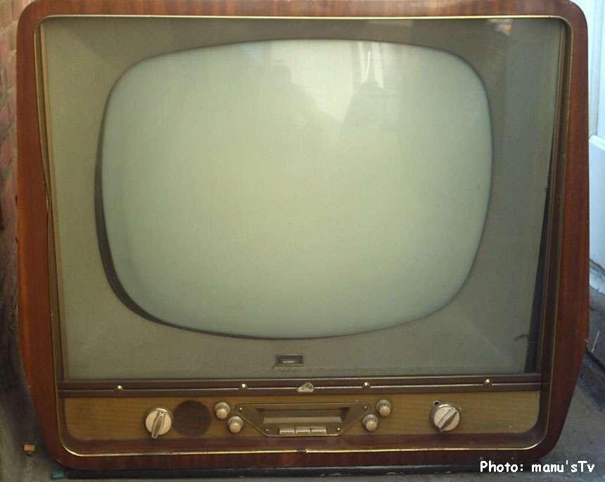 Téléviseur analogique : 1926-2011. De profundis (ici un modèle La voix de son maître, des années 1950). DR