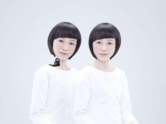 Kodomoroid (contraction des mots androïde et kodomo qui signifie enfant en japonais) est l'une des deux androïdes féminines qui ont été installées au musée national des sciences émergentes et de l'innovation de Tokyo. Elle va interagir avec les visiteurs en leur lisant des actualités ainsi que des messages publiés sur Twitter. © Miraikan