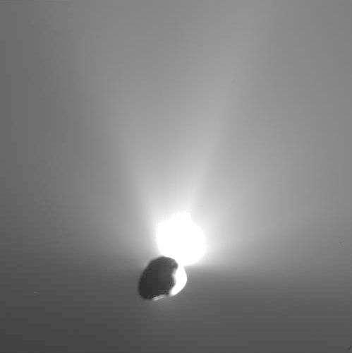 L'étonnant flash lumineux produit par l'impacteur - inerte - de Deep Impact sur le noyau de la comète Tempel 1. Crédit NASA.