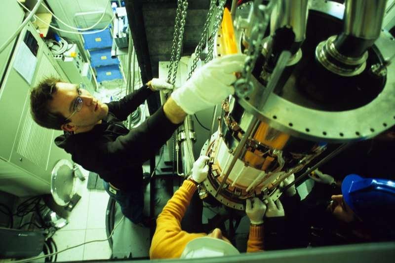 Le détecteur Xenon100 en cours de montage. Crédit : Rice University