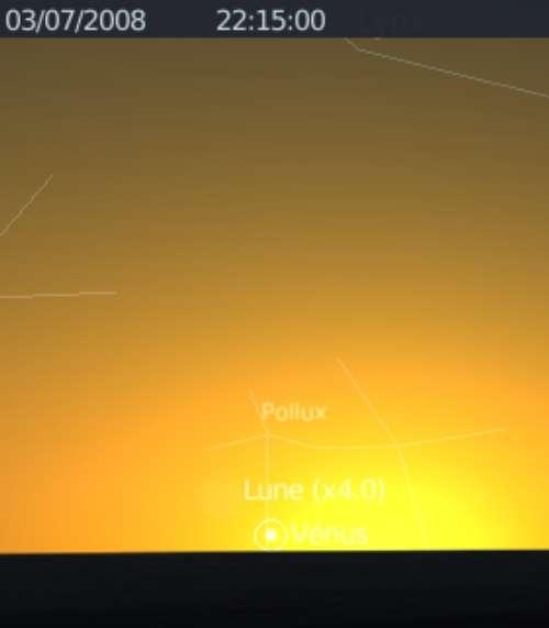 Le fin croissant lunaire en rapprochement avec Vénus