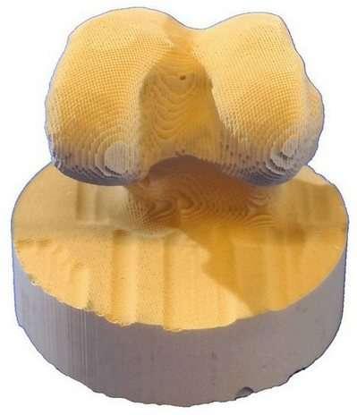 La technique des chercheurs de l'université de Warwick permet de tailler facilement des prothèses dans leur nouvelle céramique. Crédit : University of Warwick