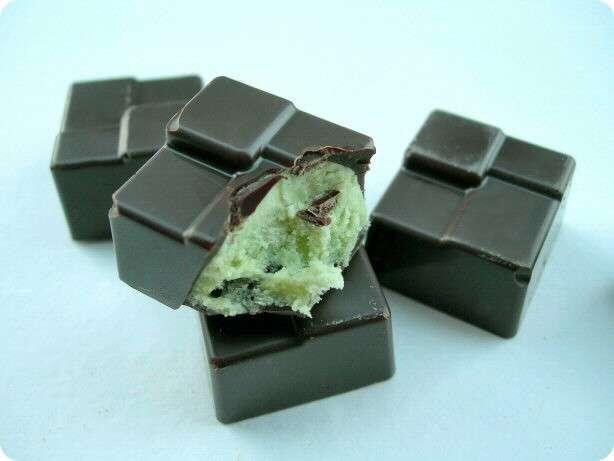 Le chocolat noir contient beaucoup de flavonols, des molécules aux propriétés antioxydantes. © passionfusion.canalblog.com