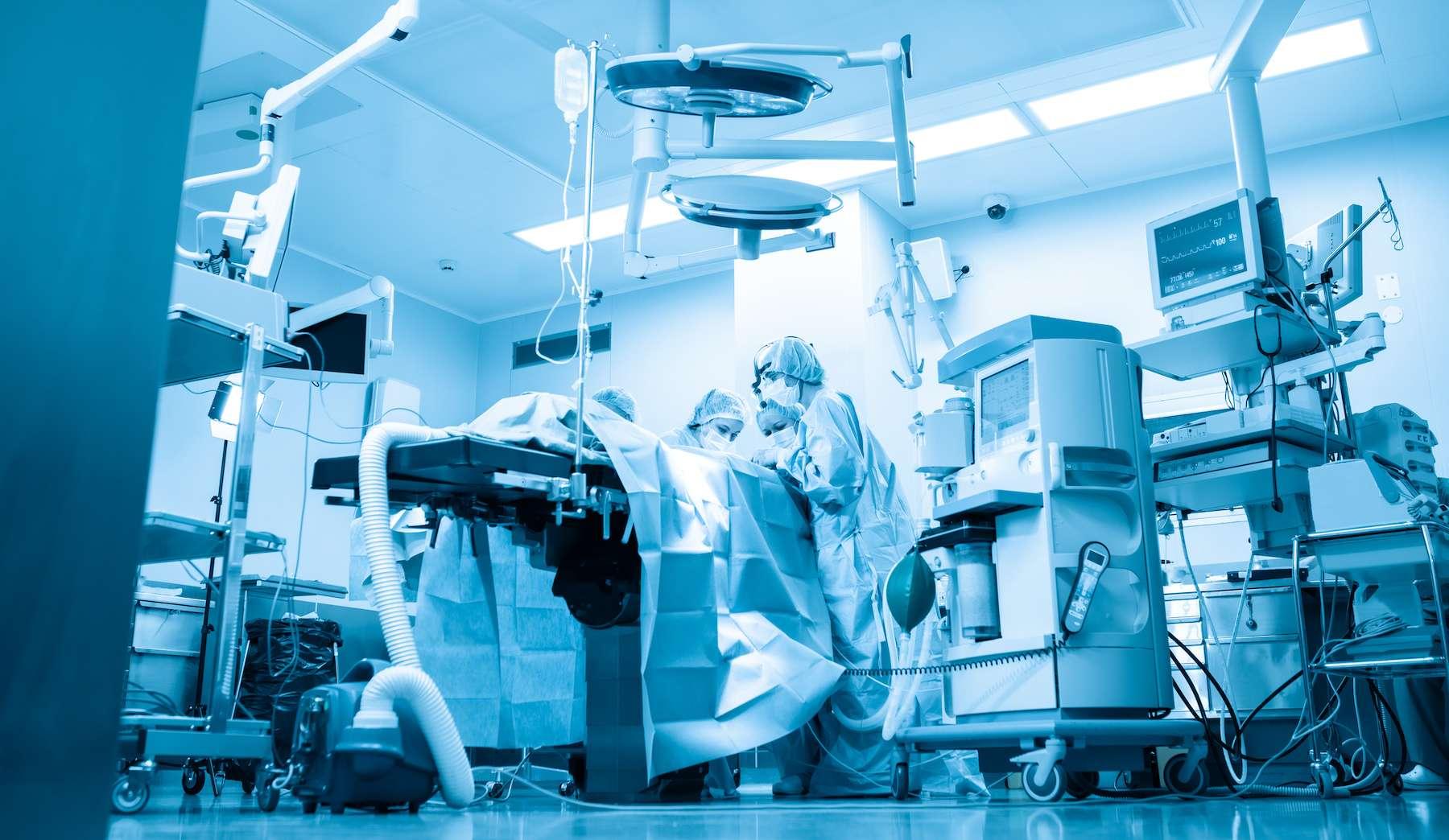 Une Néerlandaise de 89 ans est la première patiente à décéder de la Covid-19 après une réinfection. © Georgiy, Adobe Stock