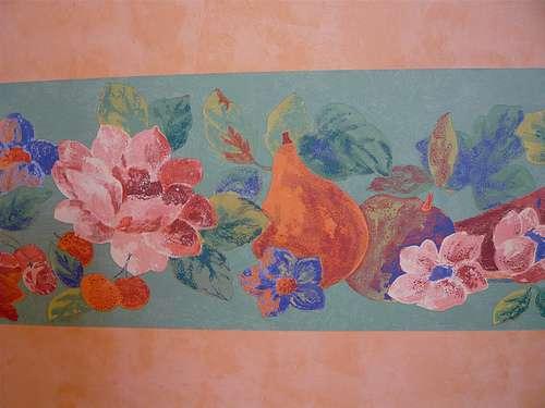 Une frise de papier peint peut être préencollée. © Bruno Parmentier, Flickr, CC BY-NC-ND 2.0