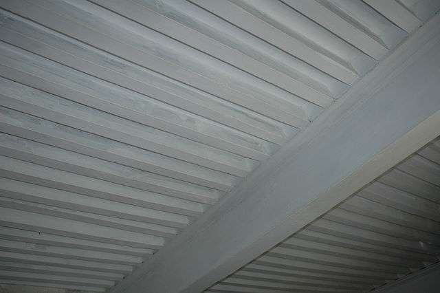 Appliquer un enduit permet d'embellir et de protéger le plafond. © Vignonneriedebelair, Wikimedia Commons, CC BY-SA 3.0