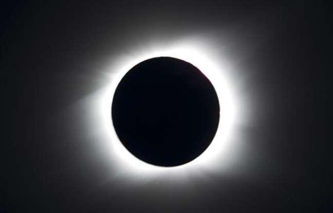 L'éclipse totale du Soleil du 11 juillet 2010 photographiée depuis l'île de Pâques. © Topshots, AFP photo, Martin Bernetti