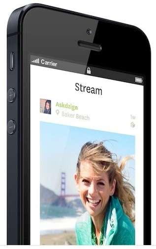 Lytro a eu la bonne idée d'incorporer un module Wi-Fi dans son appareil photo, que les utilisateurs pourront mettre en service grâce à une mise à jour du firmware. Ils pourront alors télécharger l'application mobile pour iPhone et iPad touch qui leur permettra de partager plus facilement leurs clichés. © Lytro