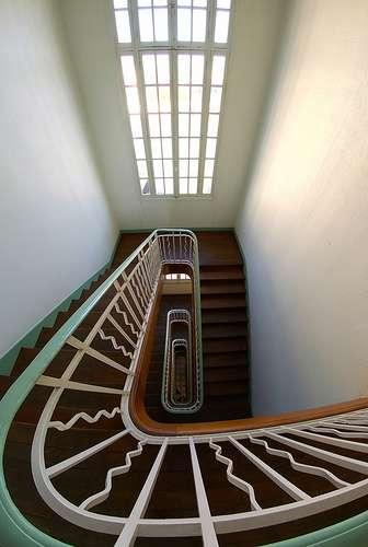 L'échiffre est constitué de l'ensemble des murs encadrant un escalier. © Frédéric Bisson, CC BY 2.0, Flickr